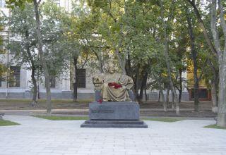 Ein Denkmal für den großen aserbaidschanischen Dichter Nizami Ganjavi wurde in Charkiw enthüllt
